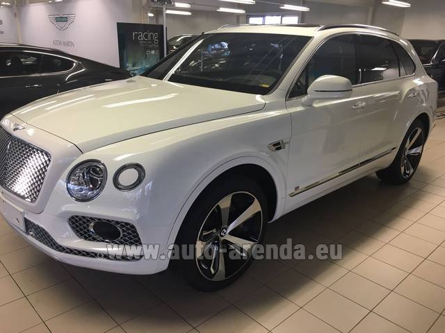 Rental Bentley Bentayga W12 NAIM 22 Rear-Enterteiment in La Condamine